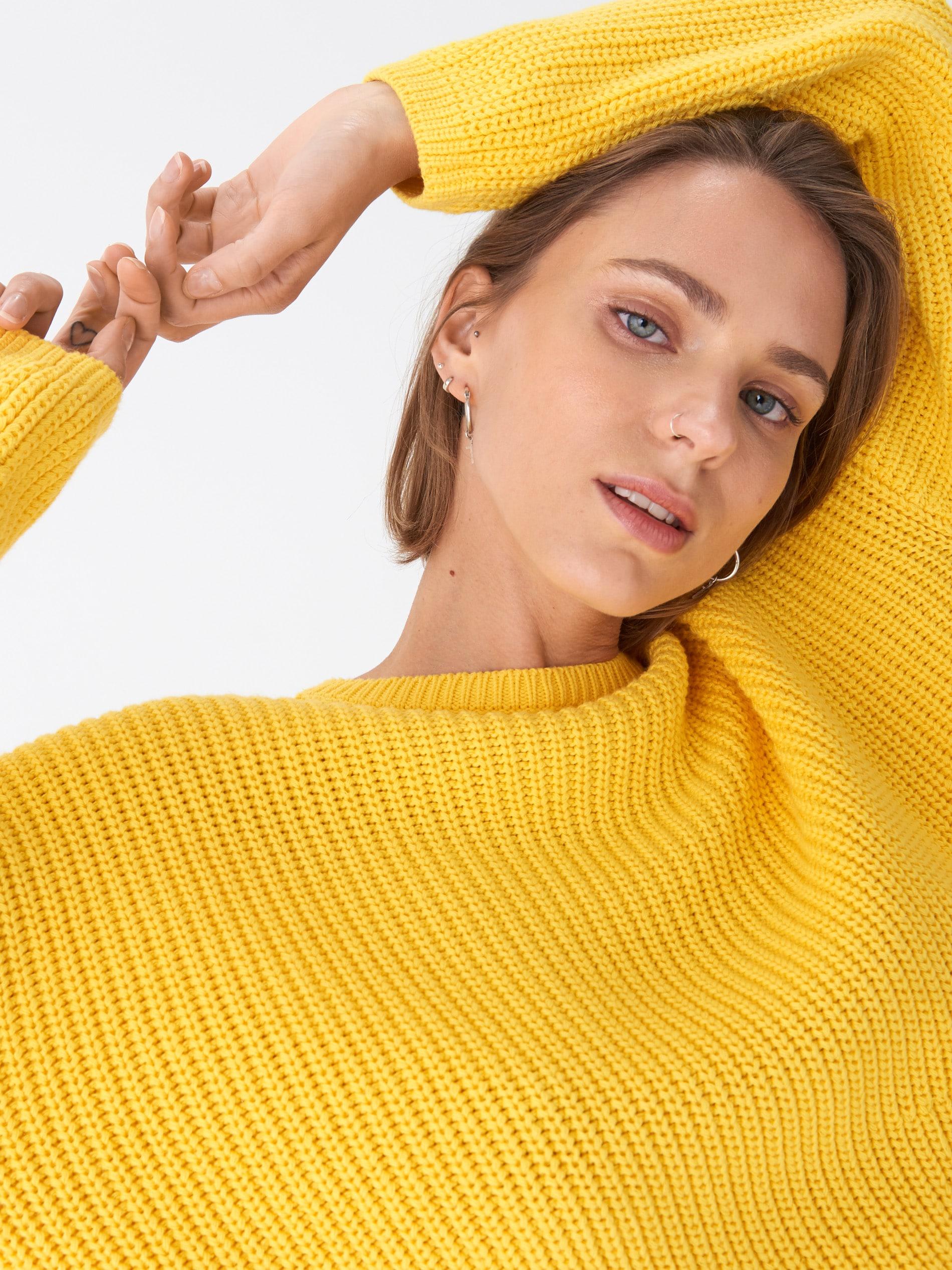 Sweter oversize - żółty - WQ371-11X - HOUSE - 2