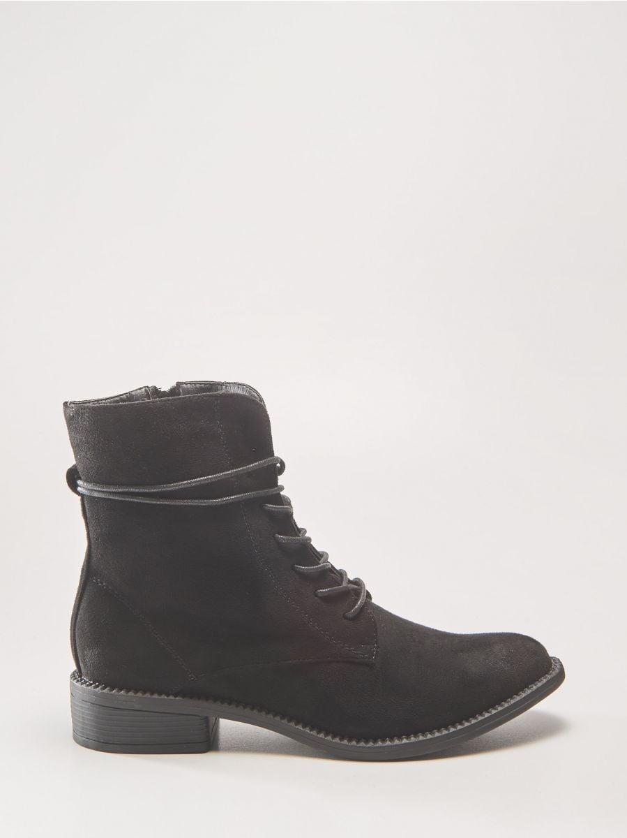5585e988d0 Šnurovacie členkové topánky