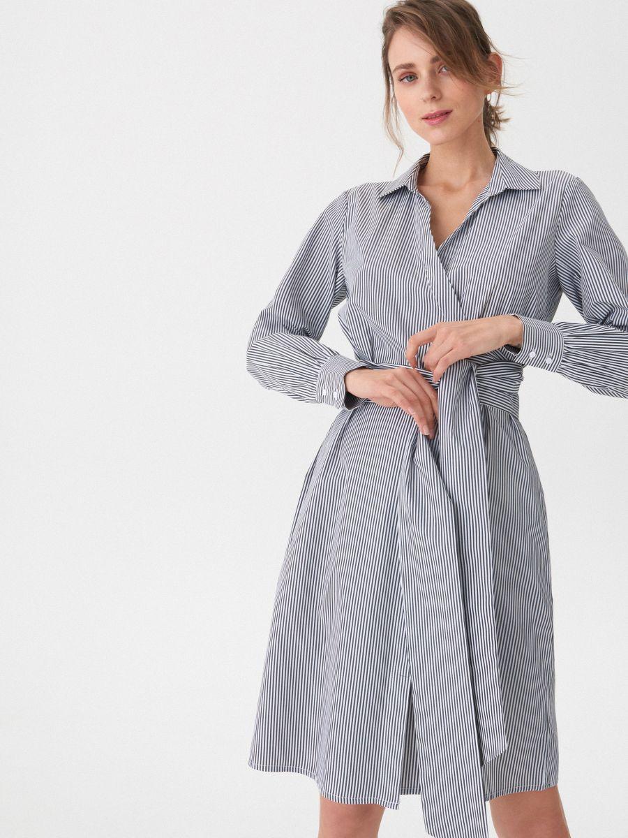 7b8ed249e423 Puzdrové pásikavé šaty