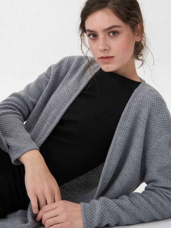 46e3e9703143 Pletený sveter s ryžovým vzorom · Kardigán - svetlošedá - VC155-09M - HOUSE