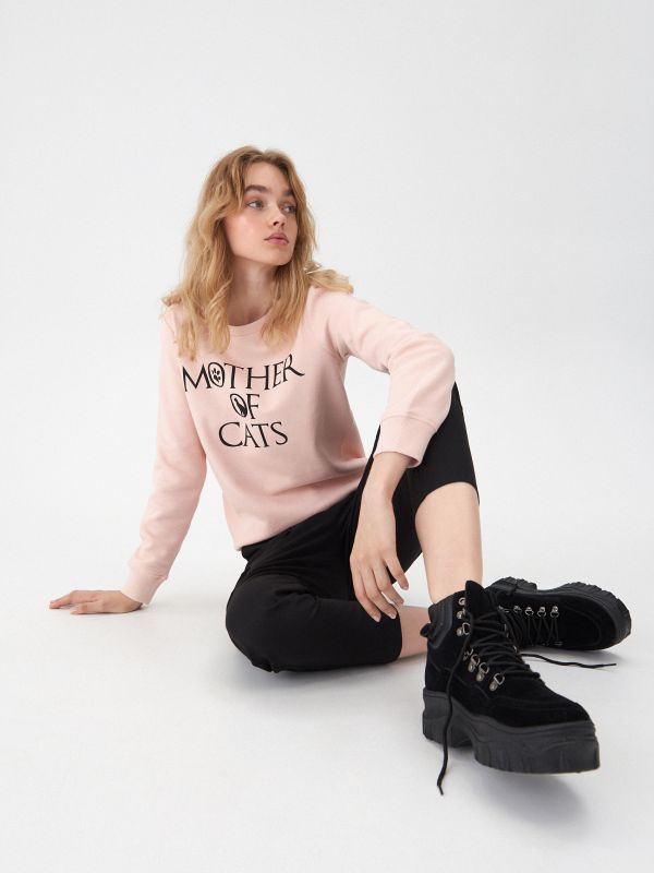 ff95e151f81829 Bluza basic · Bluza Mother of cats - różowy - WY366-03X - HOUSE