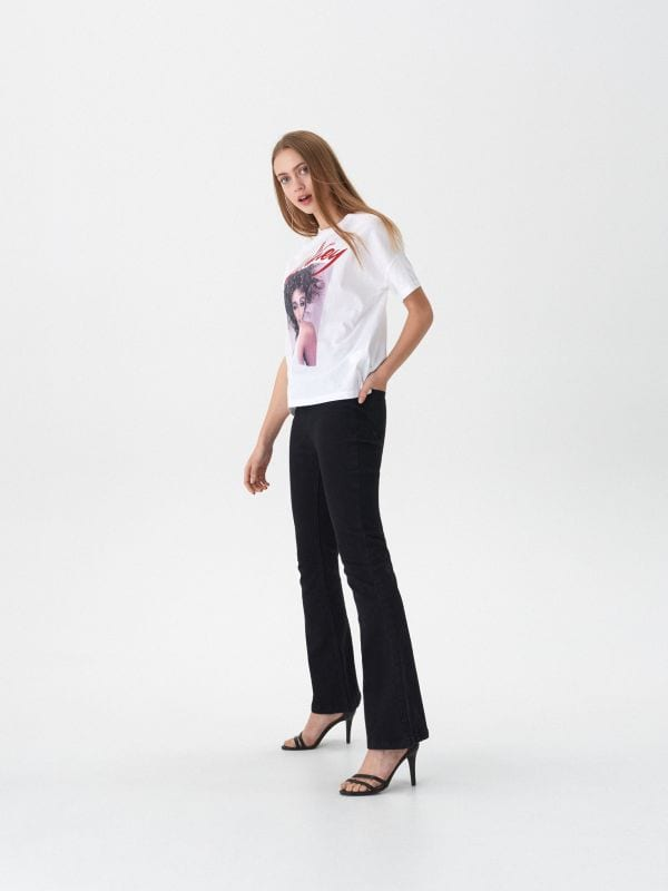 T-shirt z nadrukiem Whitney - biały - VT443-00X - House - 1