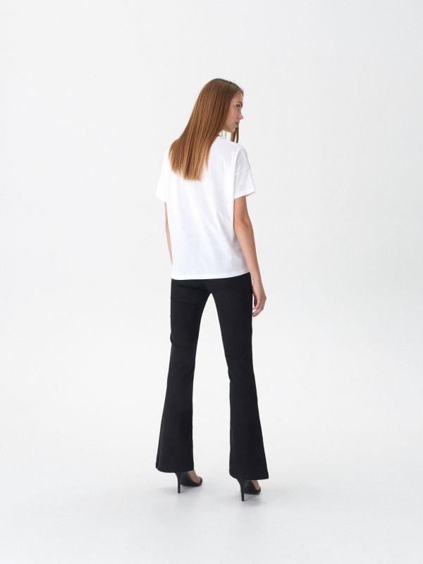 T-shirt z nadrukiem Whitney - biały - VT443-00X - House - 3